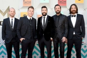 Old Dominion Returns to ACMs with Performance on 52nd Award Show