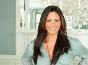 "Sara Evans reveals song stack for new album, ""Words,"" due July 21"