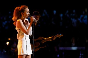 "Danielle Bradbery returned to NBC's THE VOICE to perform ""Worth It""; Shares 4-year transformation"