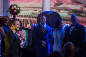 """Hunter Hayes serenades lucky couple with No. 1 hit single """"Wanted"""" on TODAY show wedding"""