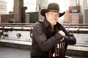 "Blake Shelton, Craig Morgan and MercyMe join Trace Adkins for ""Jammin' to Beat the Blues"""