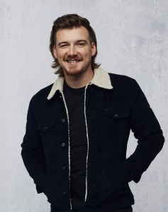 """Morgan Wallen lines up smooth burning """"Whiskey Glasses"""" for NBC News' TODAY debut (2/21)"""