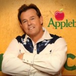 """New Applebee's TV commercial sizzles with Sammy Kershaw tune, """"Grillin' and Chillin'"""""""