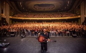 London, Manchester, Glasgow and Birmingham capacity crowds cheer for Chris Young