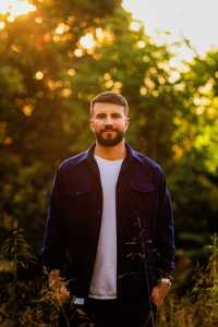 "Sam Hunt unveils new song ""Hard To Forget"""