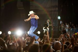 Kenny Chesney postpones early tour dates: I Won't Take Chances