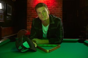 """Parker McCollum earns first No. 1 at country radio with """"Pretty Heart"""""""