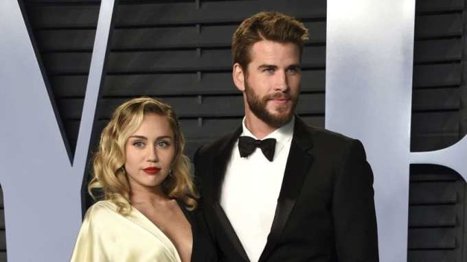 Miley Cyrus, Liam Hemsworth, Split