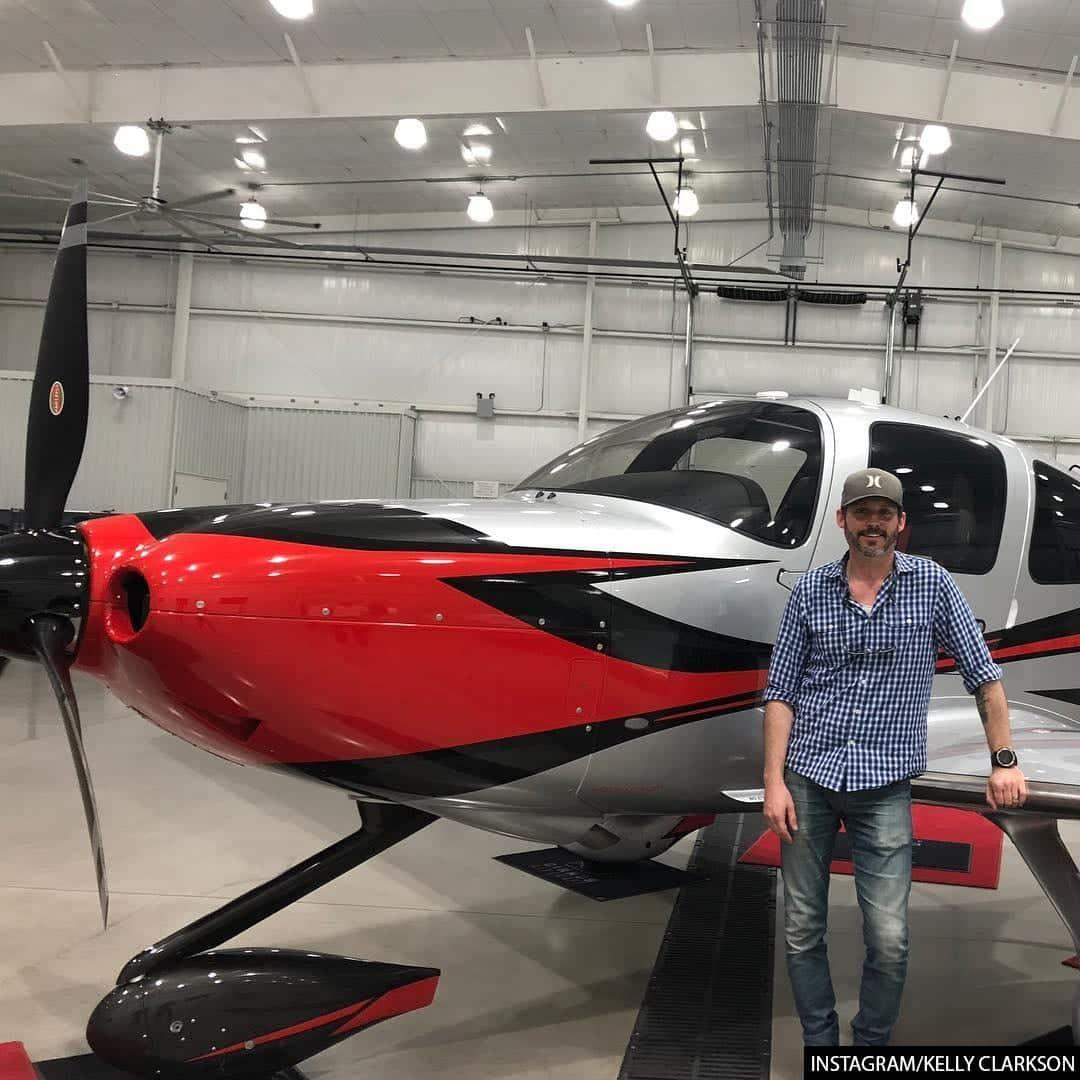 Kelly Clarkson's husband Plane