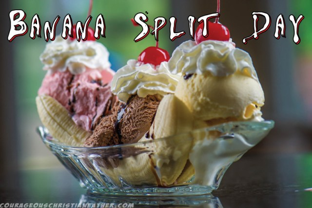 Banana Split Day - A Very Yummy ice cream treat with bananas, whipped topping, ice cream and other toppings. #BananaSplitDay