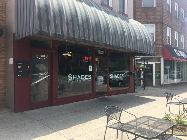 Shades Café & Steakhouse is this weeks Travel Thursday. This restaurant is located in Middlesboro, KY. Just north of the Tennessee, Kentucky line. This is my review.