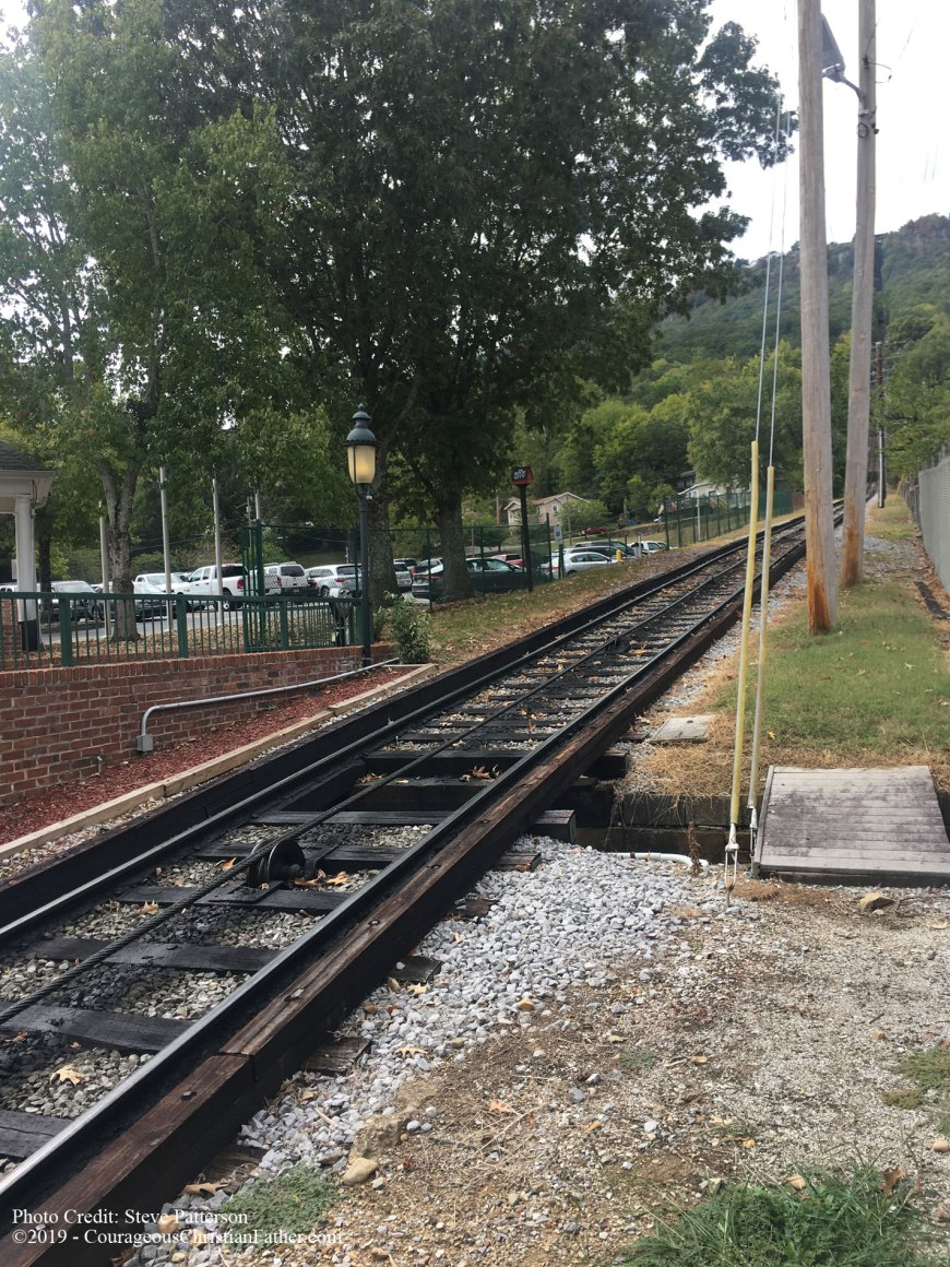 Lookout Mountain Incline Railway in Chattanooga, TN to go up and/or down the mountain to Lookout Mountain. Enjoy a ride on an angled rail car that will take you up or down Lookout Mountain. #InclineRailway #LookoutMountain