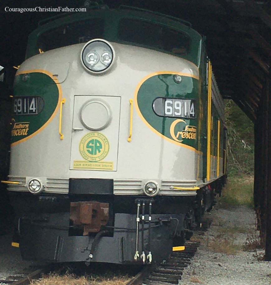 Missionary Ridge Train Ride - Tennessee Valley Railroad is this week's Travel Thursday. Get to see trains on display, including being able to go inside them. See how the telegraph and Morse Code, since this was a hub for telegrams. #MissionaryRidge #TVRail