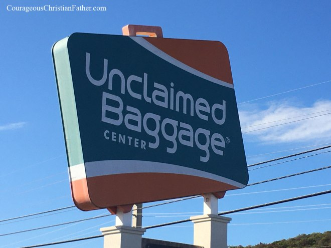 Unclaimed Baggage in Alabama is this week's Travel Thursday feature. If you ever lost your luggage when flying, it might have ended up in this store in Alabama that sells the items and baggage from airports that go unclaimed. #UnclaimedBaggage