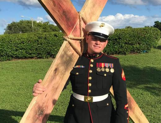 Marine Corp Veteran Carries Cross 12 Miles on Veterans Day 2019 in Florida. That is exactly what this Marine Corp Veteran did. 34-year-old Tobiah Steinmetz, carried the 10-foot tall cross that weighed 75 pounds for 12 miles. Plus, Steinmetz was in full dress uniform!