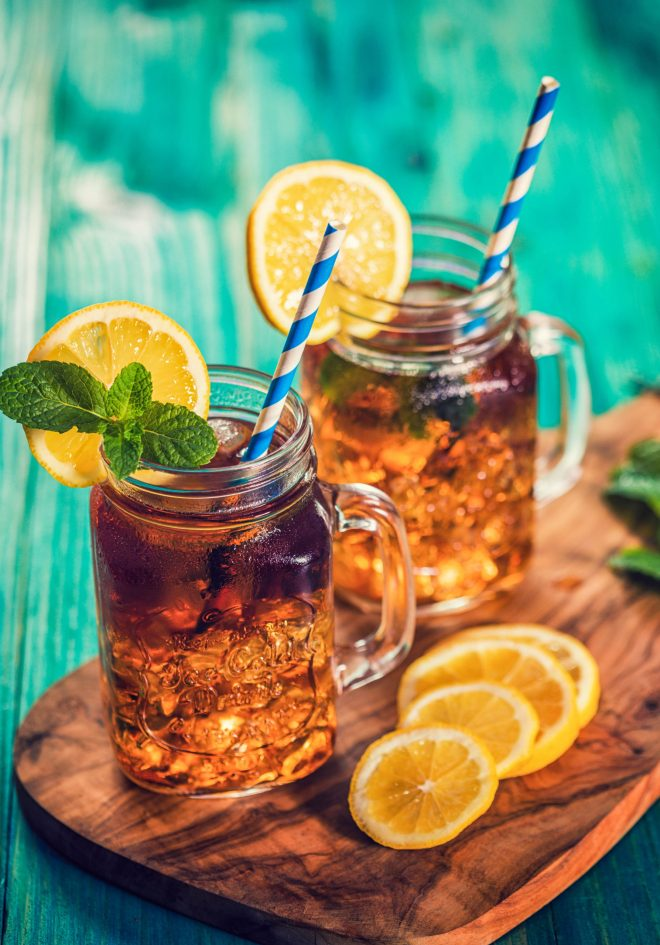 How to make Sweet Tea. Sweet Tea is very simple and easy to make and is a southern staple drink. #SweetTea