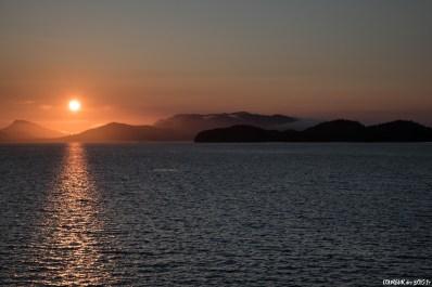 Premier coucher de soleil sur le passage intérieur depuis le ferry, en route vers Prince Rupert