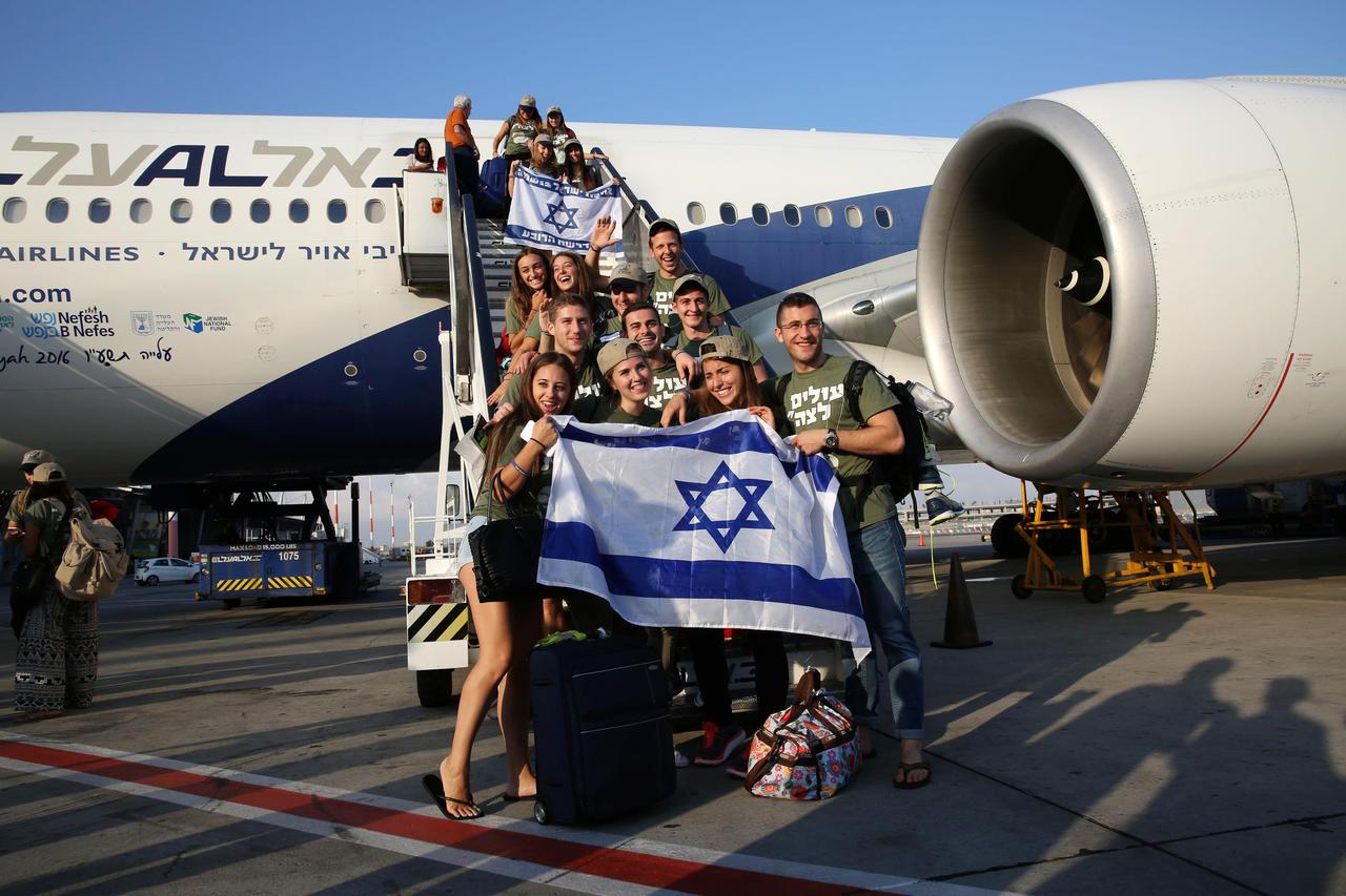 """Résultat de recherche d'images pour """"photos de l'alya avec le drapeau d'Israël"""""""