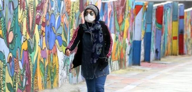 Une iranienne portant un masque de protection contre le nouveau coronavirus, à Téhéran, le 13 avril 2020 - AFP