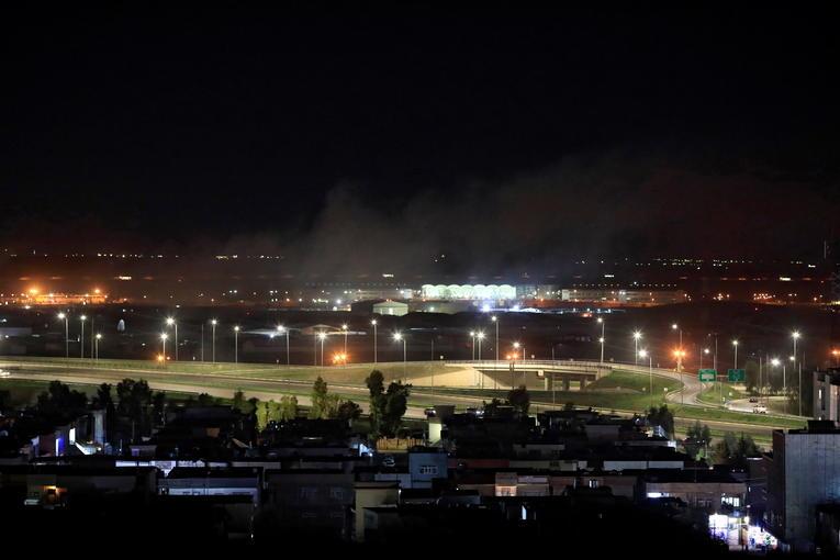De la fumée s'élève au dessus d'Erbil, près de l'aéroport, le 15 février 2020. Crédits : REUTERS/Thaier al-Sudani.