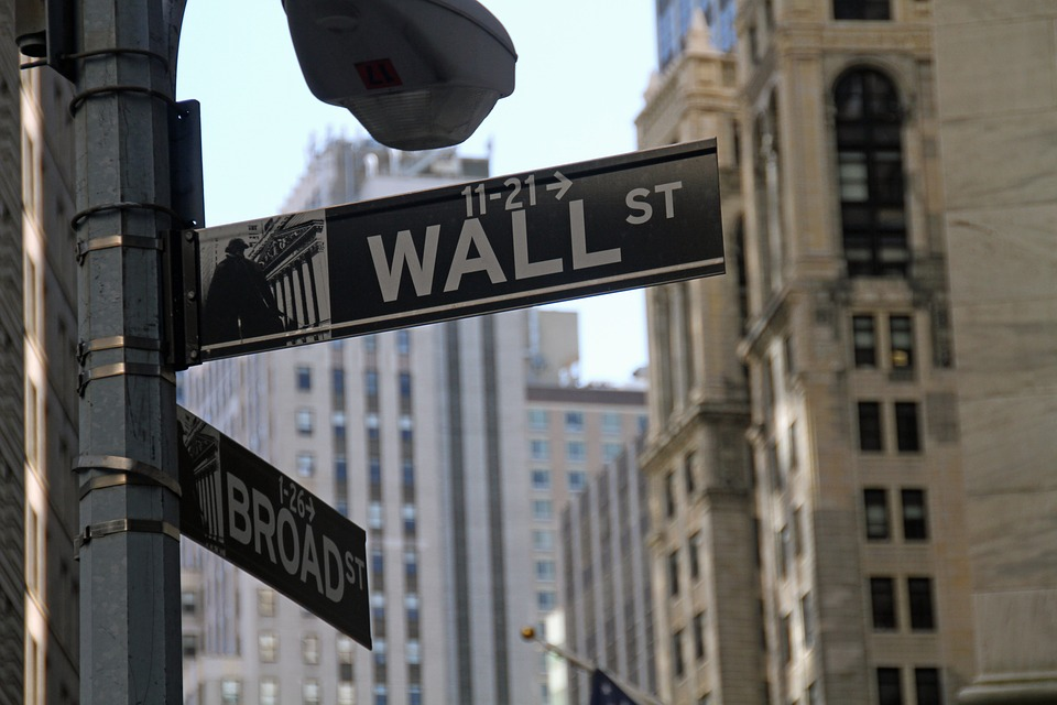 Trump 'Roils' Wall Street-Reaffirms Support for Glass-Steagall