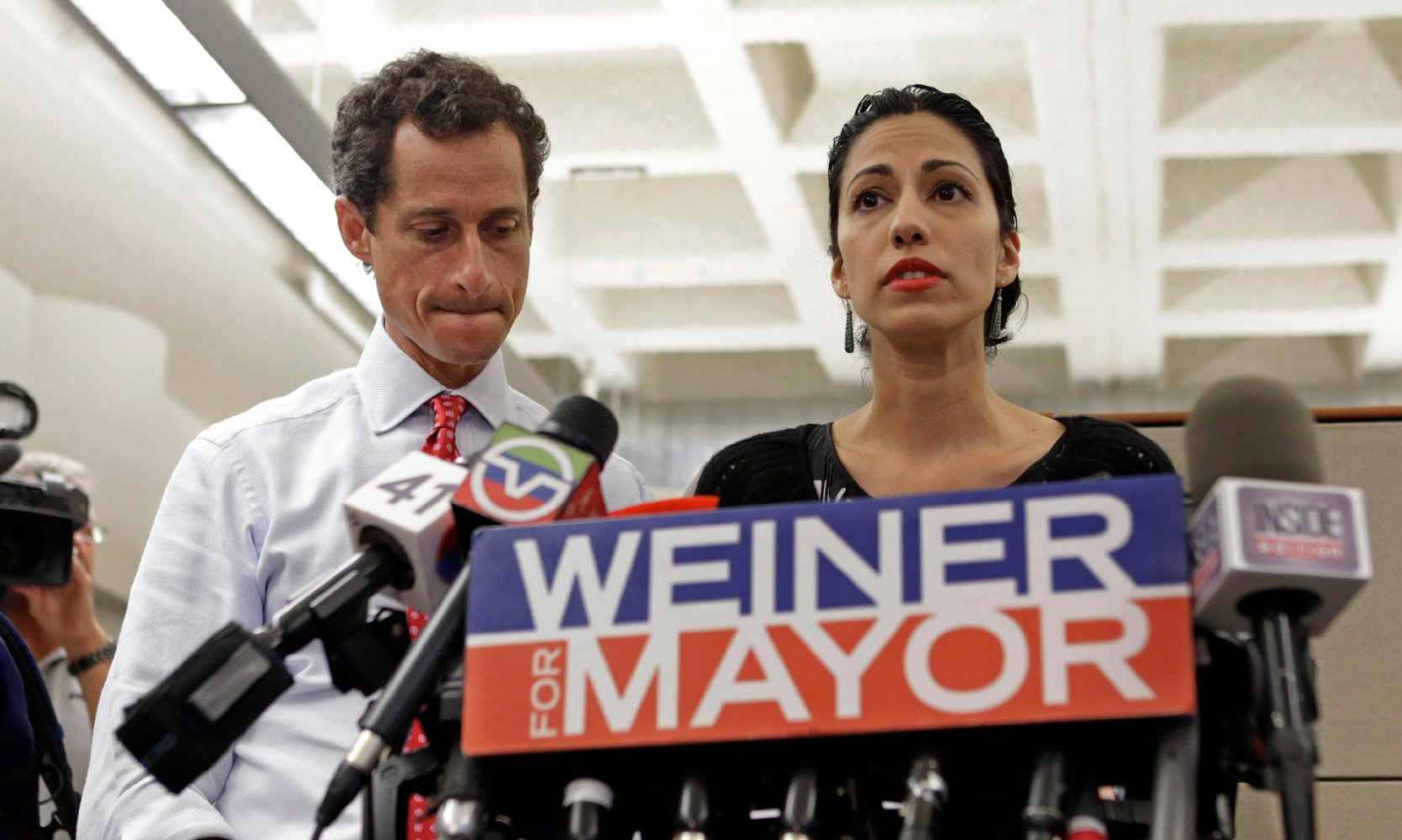 Weiner Pleads for Leniency in Sexting Case, Says Actions 'Crushed the Aspirations of My Wife'