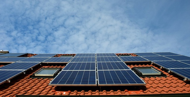 California weighs solar-panel mandate