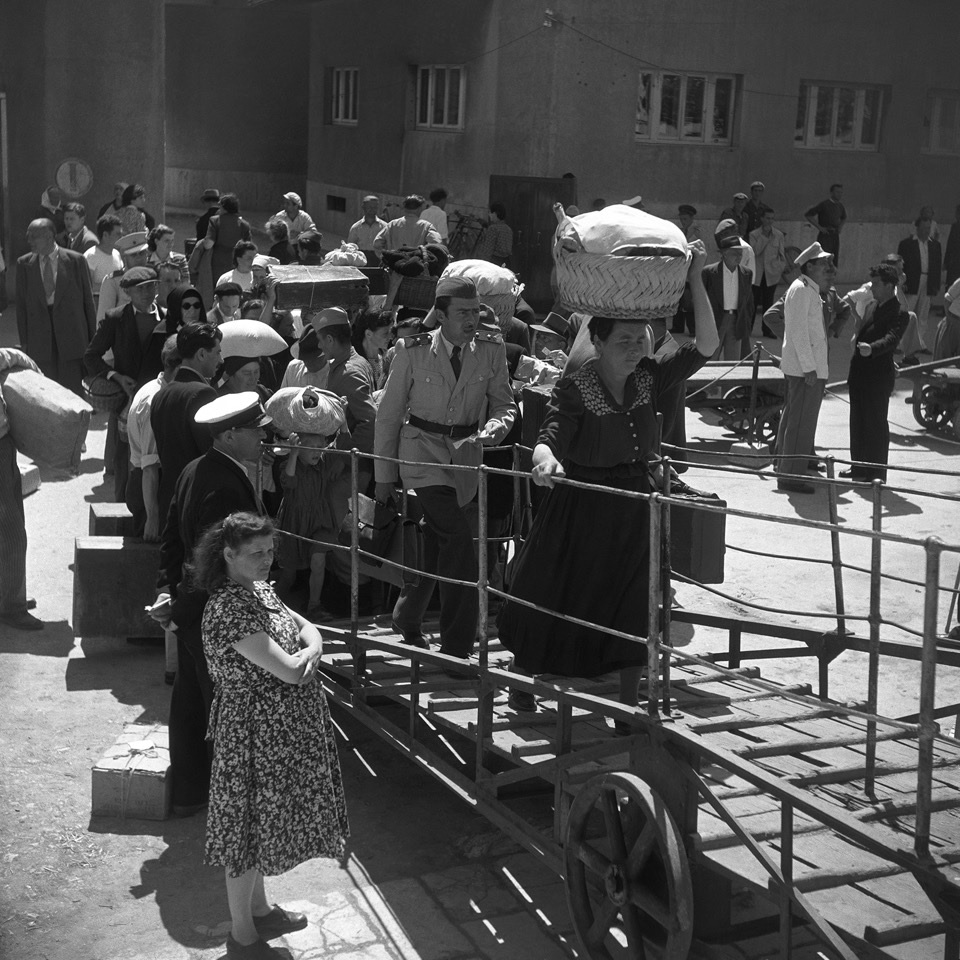 Passengers boarding in Dubrovnik in about 1950 (Walt Girdner photo)