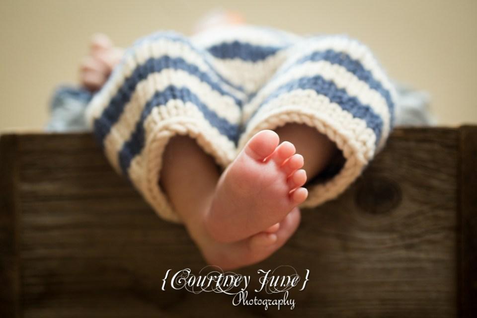 newborn photographer photographing a newborn baby's bare feet