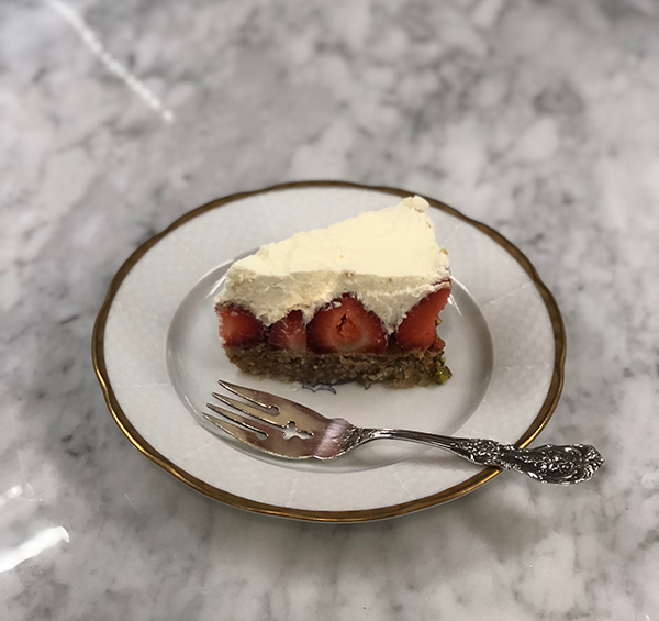 Perfect make-ahead Summer Dessert on the blog- Strawberries Pompidou - www.CourtneyPrice.com