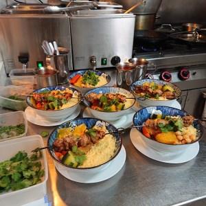 Couscouscous en cuisine - Couscous Deli Restaurant Paris