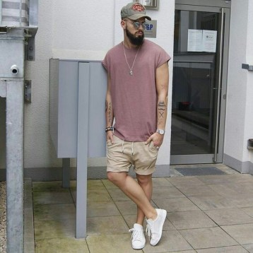 knee shorts white sneakers streetstyle image