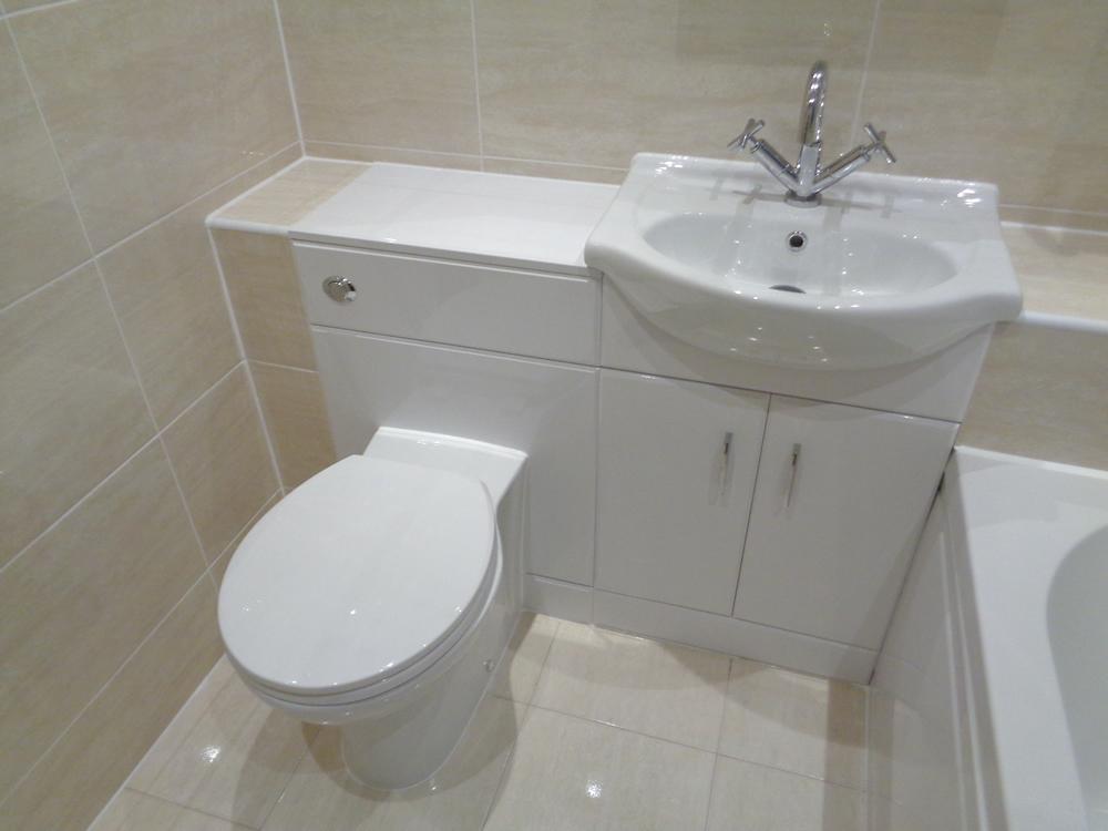 Coventry Bathrooms  Fully Tiled bathroom
