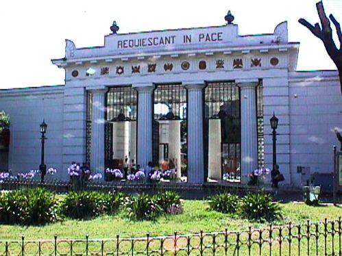 Resultado de imagem para La Recoleta Cemetery entrance
