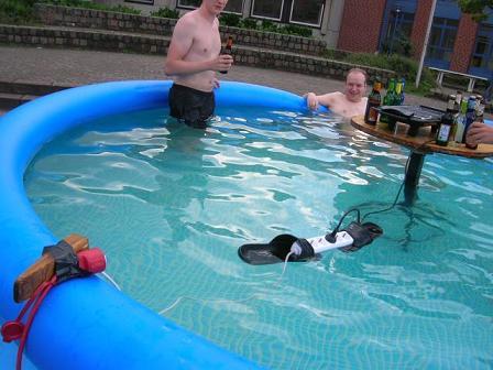 Grillen im Pool