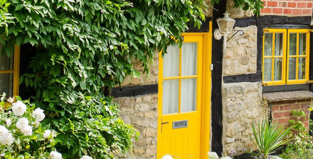 Cowdray Cottage - Yellow Windows