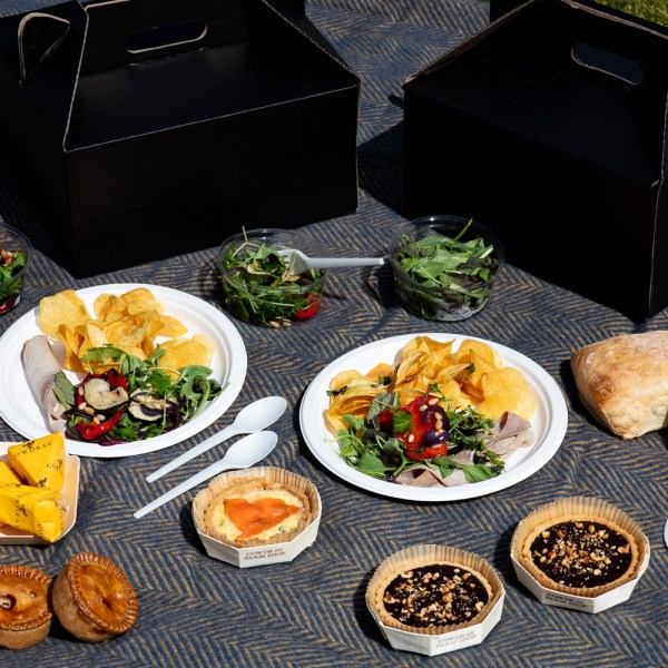 Cowdray High Goal Luxury Picnic Hamper