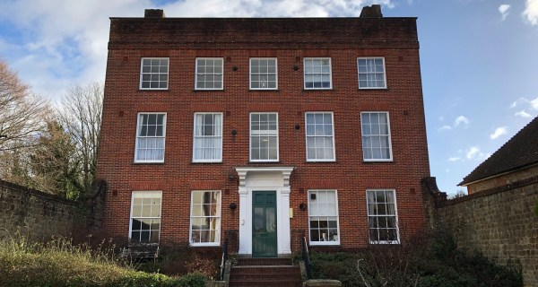 Newly refurbished apartment - Residential property to rent on the Cowdray Estate, Midhurst, West Sussex