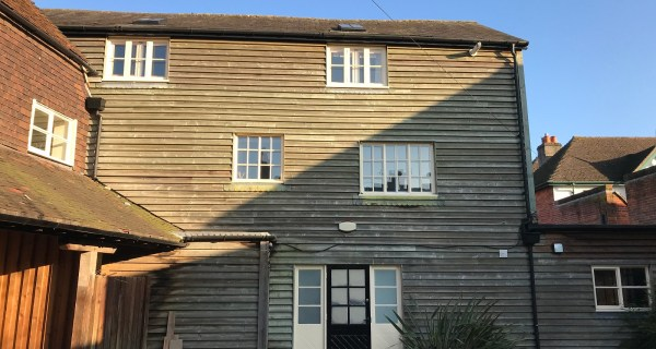 Large two bedroom flat in central Midhurst - Residential property to rent on the Cowdray Estate, Midhurst, West Sussex