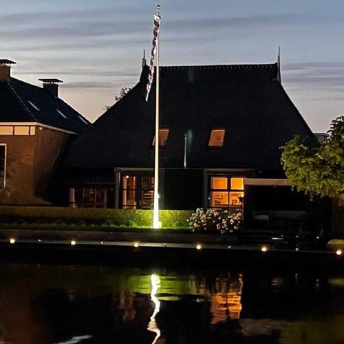 vlaggenmast-verlichting-flag-skylight-in-tuin