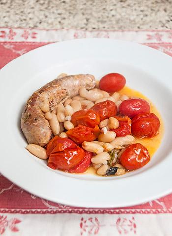 Linguiça italiana apimentada com feijão branco e tomate cereja | Cozinha do João