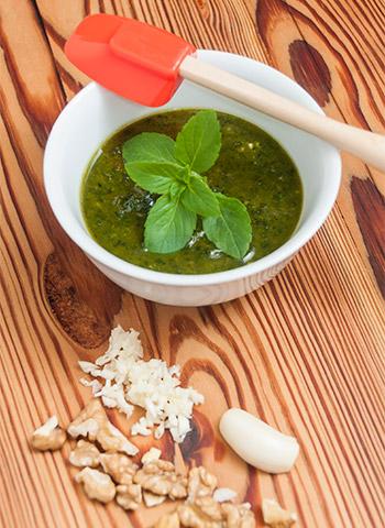 Receita de Pesto de manjericão, alho e nozes | Cozinha do João