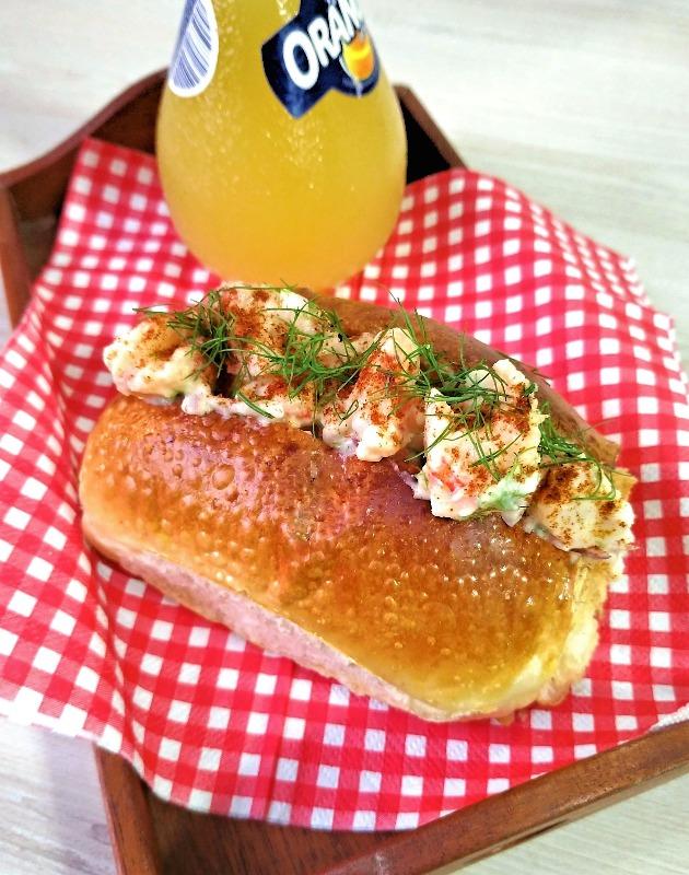 Sanduíche de camarão (shrimp rolls)