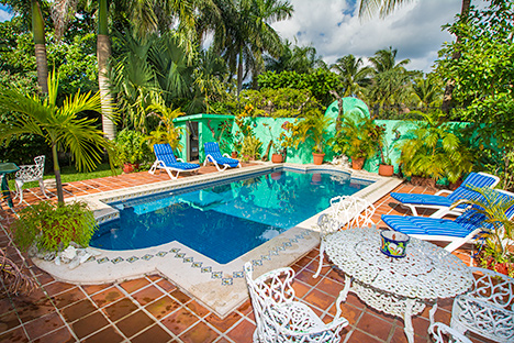 double adirondack chairs with umbrella storage space villa tres palmas: 3 br vacation rental in cozumel