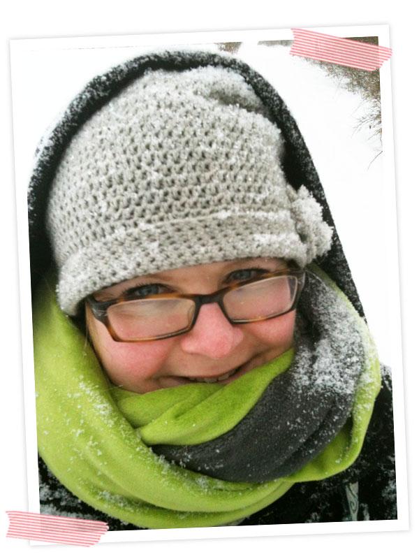 Warm eingepackt und total eingeschneit.