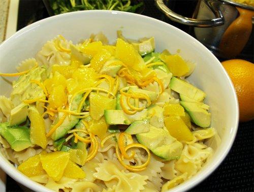 Sommersalat mit Orangen und Avocado