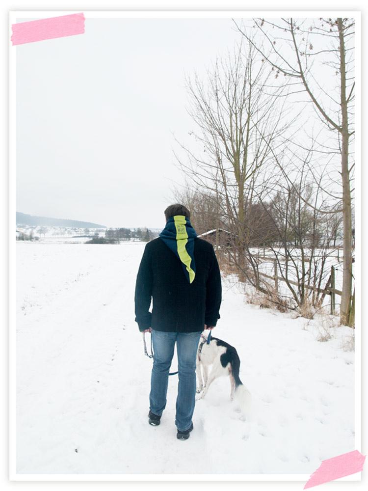 Mit dem Mann und dem Hund einen Spaziergang gemacht. Es ist immer noch saukalt und der Schnee liegt auch noch! Will Frühling!