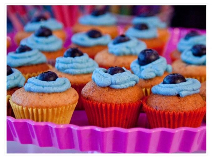...und es gab sogar noch etwas süßes dazu... Blaubeermuffins mit blauem Frischkäse-Frosting