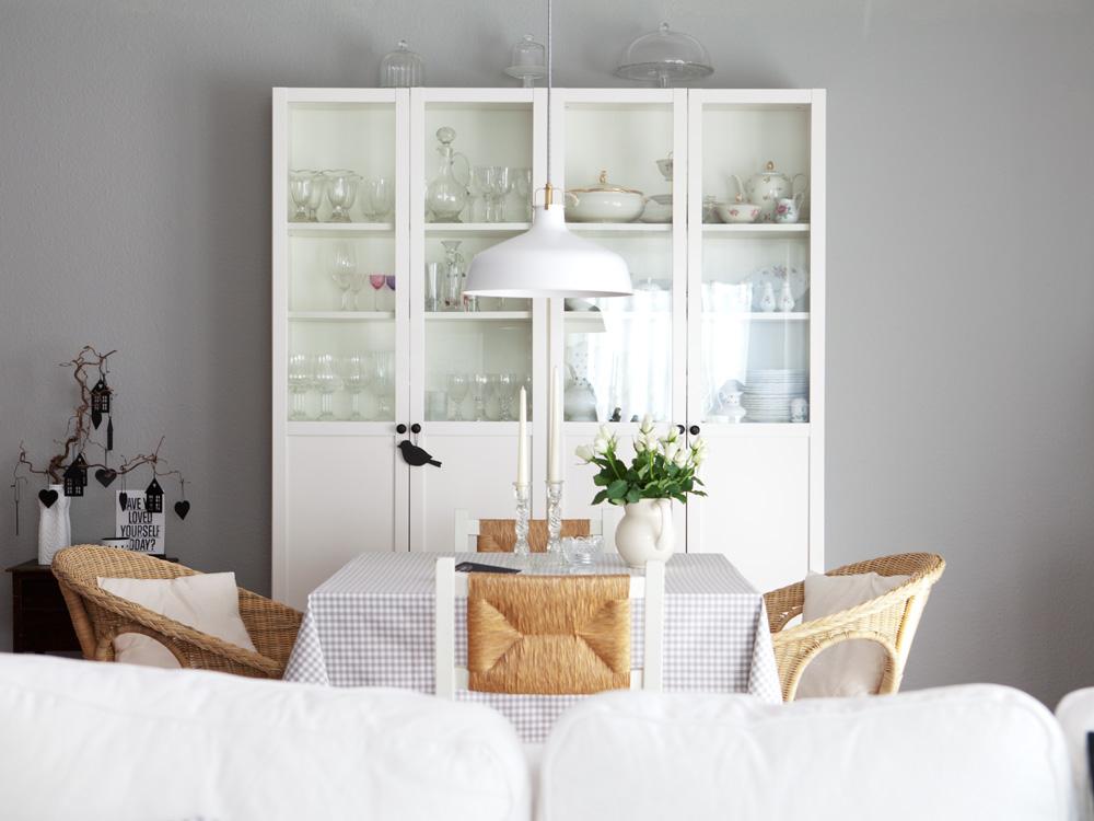 Wohnzimmer grau gelb  Wir streichen die blöde gelbe Wand - eine Wochenend-Aktion mit ...