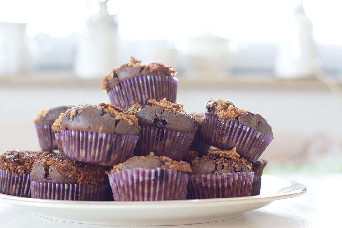 Diese leckeren Blaubeermuffins sorgen sogar für mehrere Tage Freude an der Kaffeetafel, denn die kleinen veganen Köstlichkeiten halten 2-3 Tage frisch. Es sei denn ihr Esst sie sofort auf, weil sie so mega lecker sind!